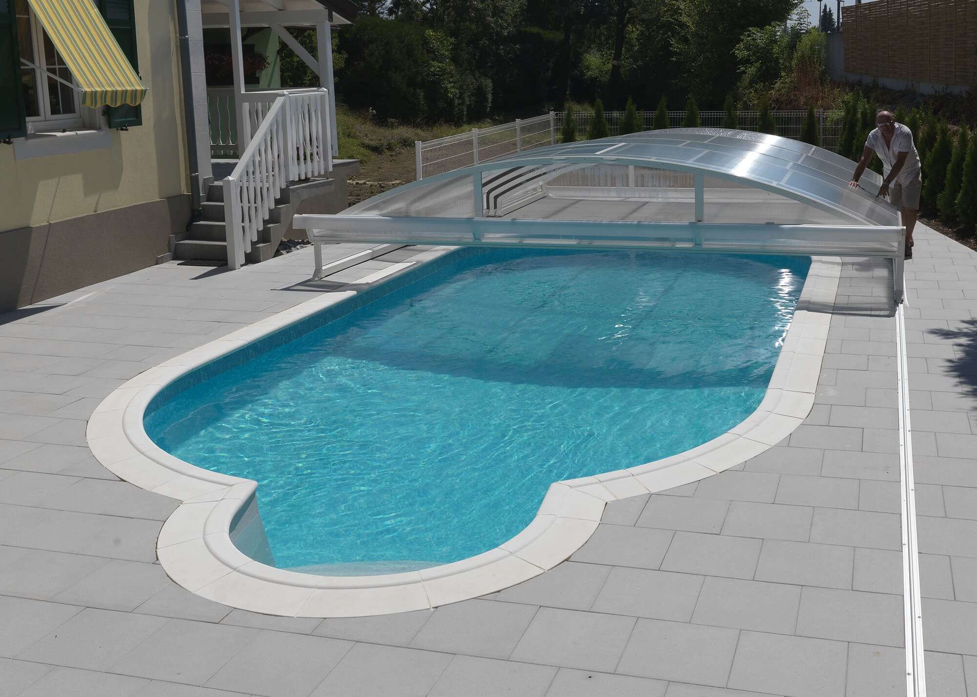 Abri t lescopique pour piscine piscines waterair for Abri de piscine le mans