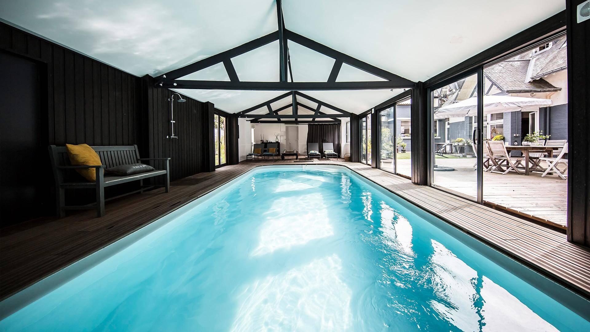 Faire Construire Une Piscine Intérieure couloir de nage sara : une piscine rectangle aux allures