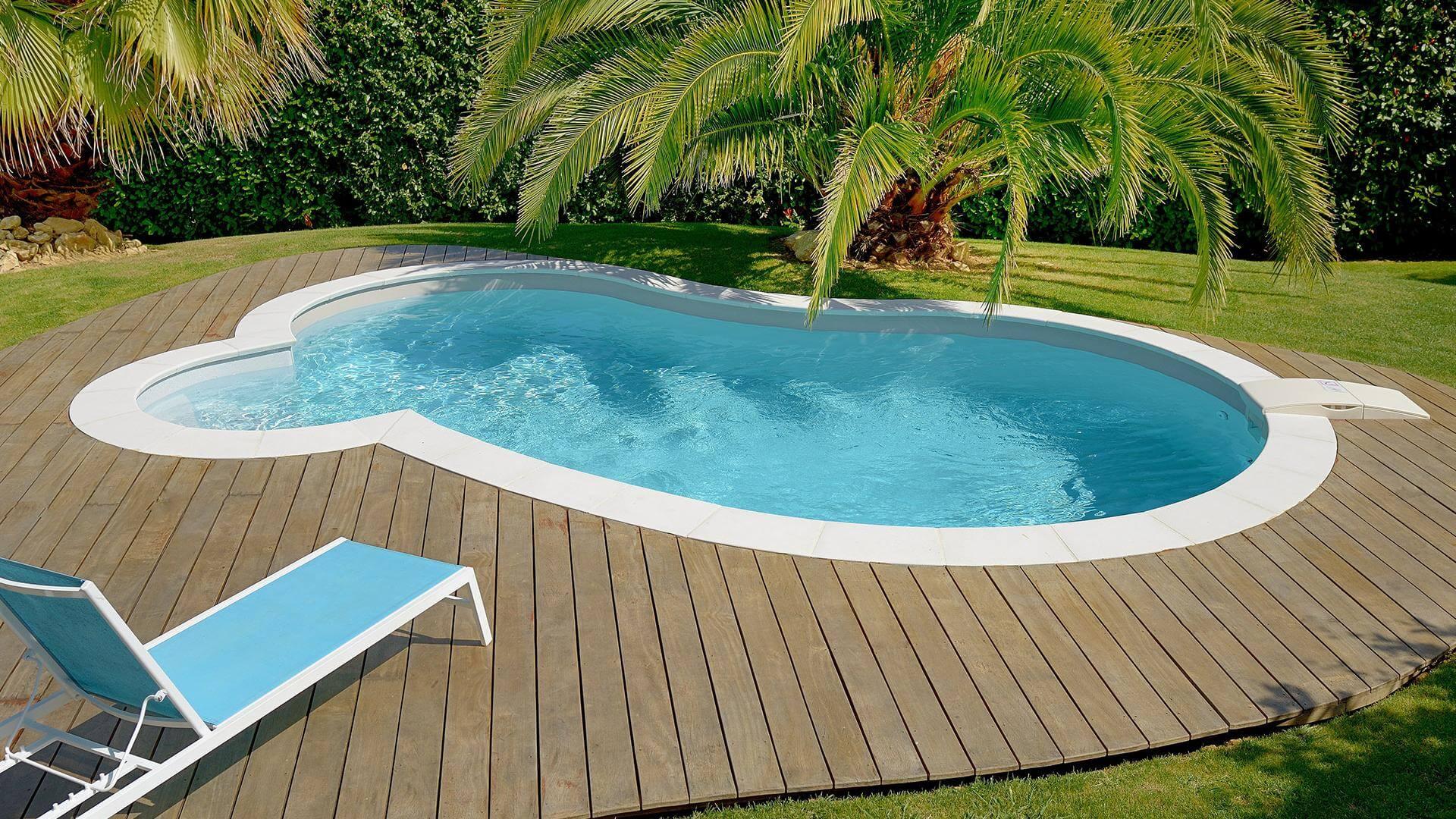 Piscina Su Terreno In Pendenza piscina a fagiolo céline - il modello tondeggiante elegante