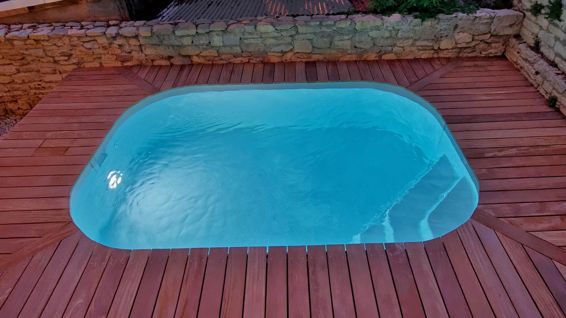 liten djup pool